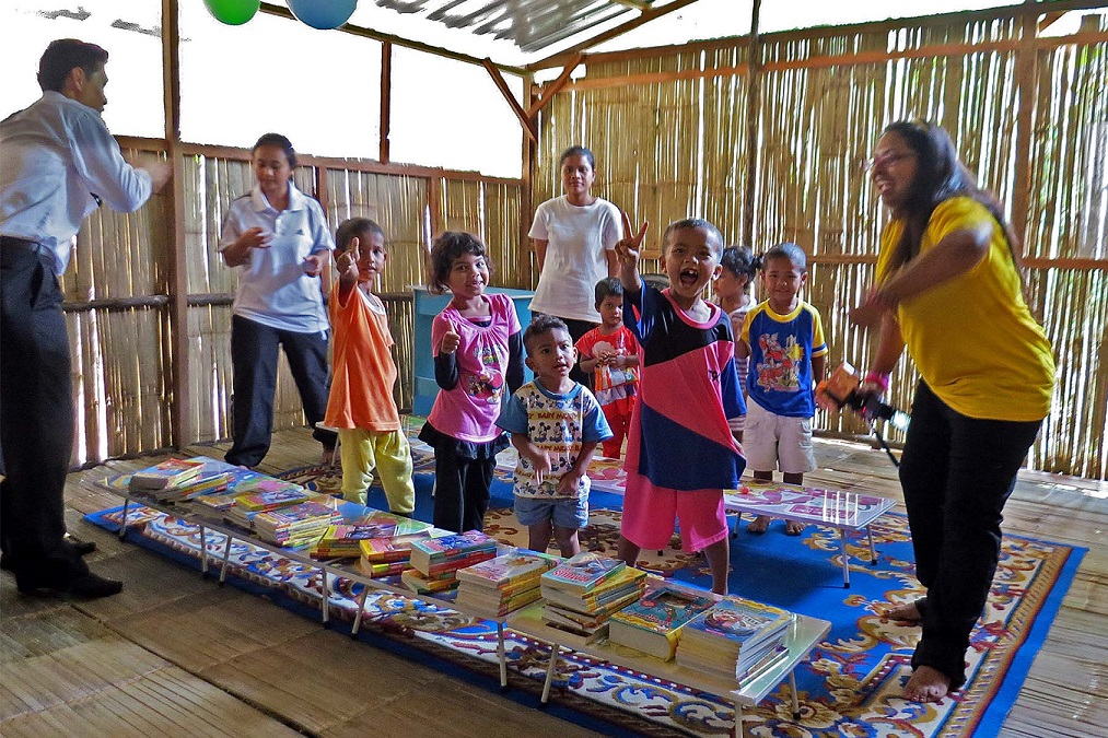 Dr Albert and Joanna our pharmacist, presenting books to the children
