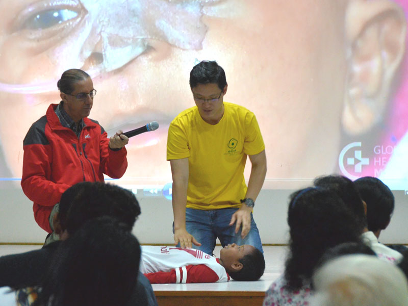 Dr Amar and Dr Albert Yong giving first aid demo
