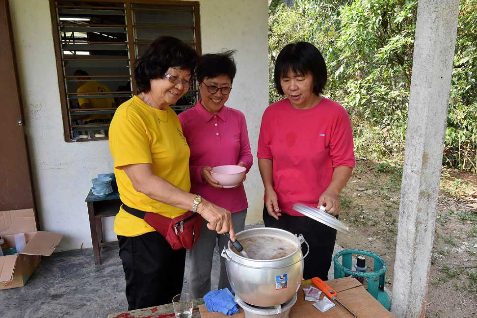 Auntie Rose cooking meal at Kg Sinju
