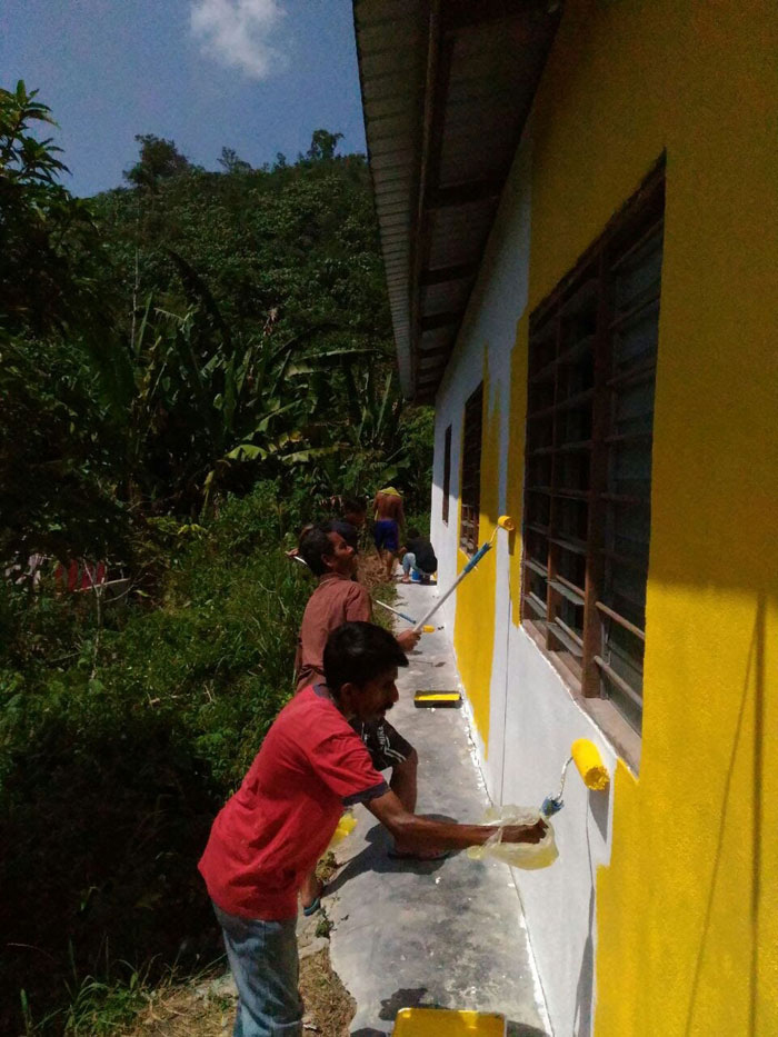 SSVP members and OA youth help to paint exterior of chapel cum learning centre