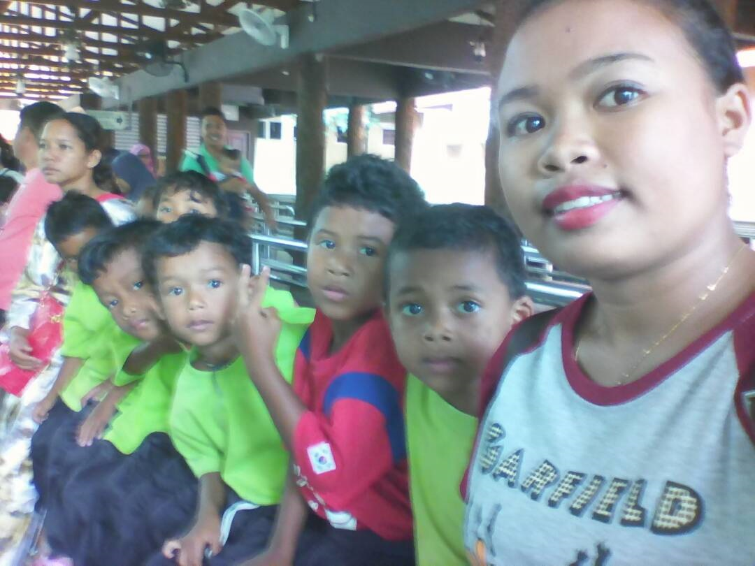 Kg Sinju teacher and children going to Taiping Zoo